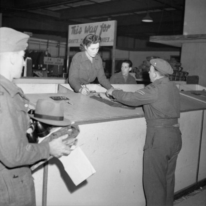 Demobilisation_of_British_Service_Personnel._H42442