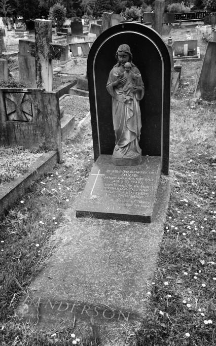 Dixie Henderson's grave in Gunnersbury Cemetery in Acton.