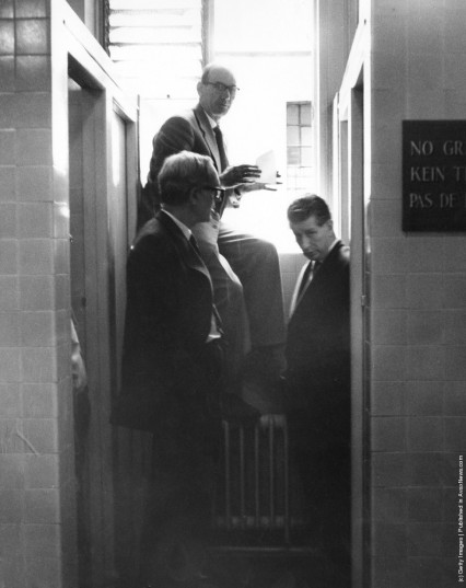Scotland Yard detectives inside the Gents at the National Gallery, 1961.