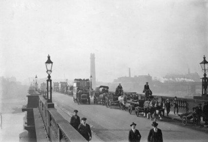 Waterloo Bridge in 1921.