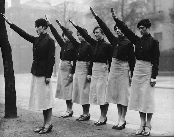 Women-fascists-saluting.jpg