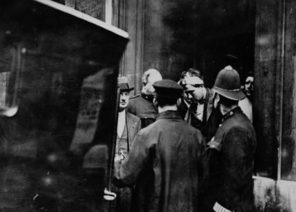 The arrest of Reginald Dunne and James Connolly