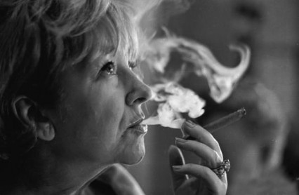 Beryl Reid learning to smoke a cigar for her role in the film