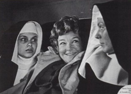 Beryl Reid in the back of a taxi with nuns scene