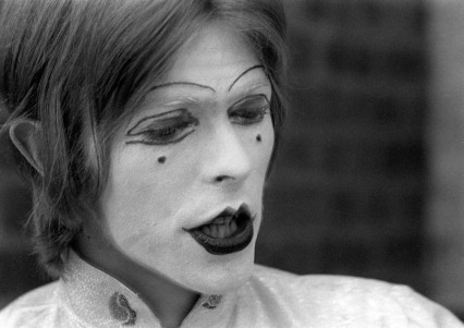 Bowie 'in mime' at the Middle Earth Club, 19th May 1968
