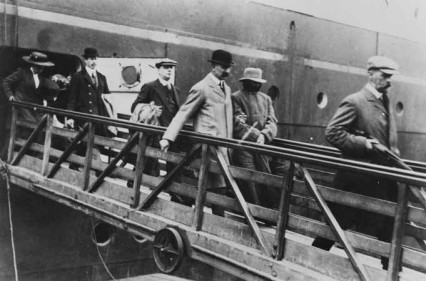 Dr Crippen being led off the SS Montrose, seemingly by one of the Thompson twins but more likely by Chief Inspector Dew