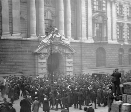 The Old Bailey during the trial of Dr Crippen August 10th 1910