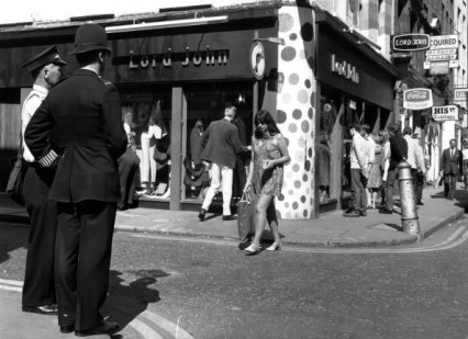 girl-outside-lord-john-carnaby-st-july-67