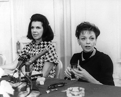 Jacqueline Susann and Judy Garland at a press conference for Valley of the Dolls in 1967