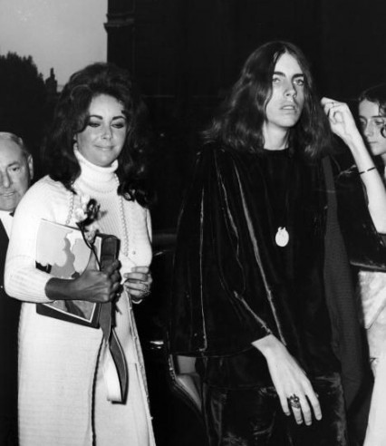 Elizabeth Taylor back at Caxton Hall for the marriage of her son Michael Wilding jnr. in 1971